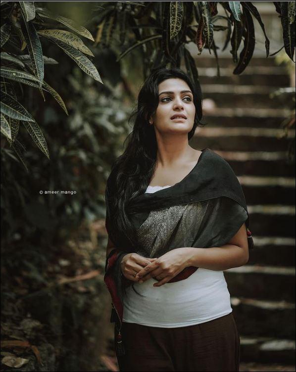 Actress Divya Pillai Photoshoot   Kerala Lives
